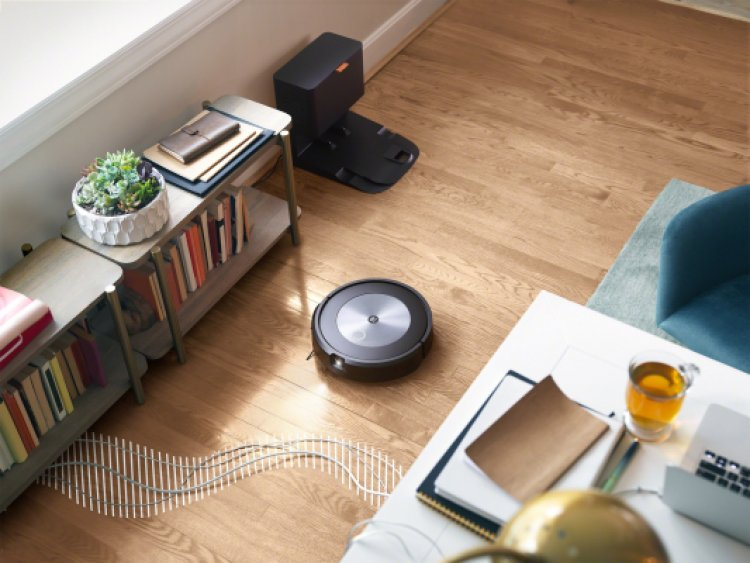 The newest Roomba gets smarter as it vacuums