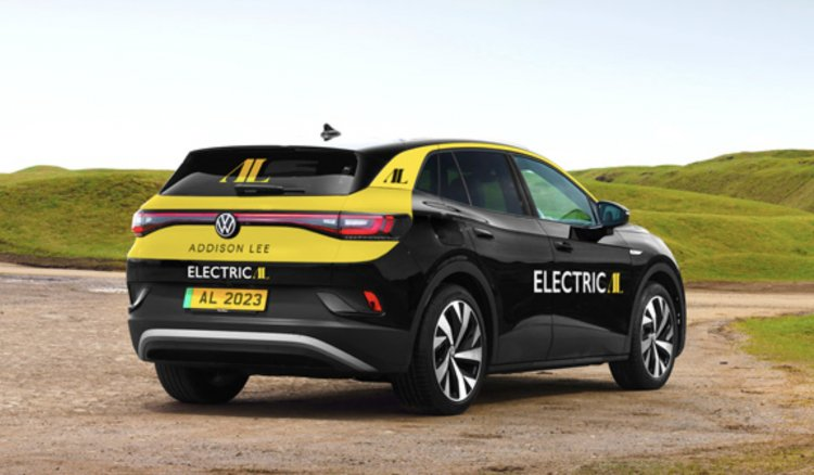London's largest cab company will go fully electric by 2023