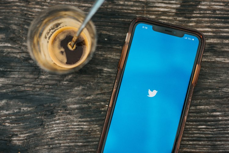 Twitter tests ads in the replies to tweets